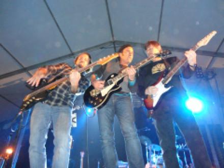 20.000 personas disfrutan del concierto de Los Secretos en el Barrio del Pilar